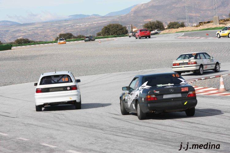 Mercedes, Astra y otros coches