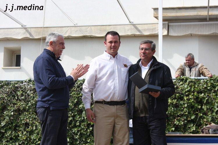 Entrega de placa a Manuel Leyva