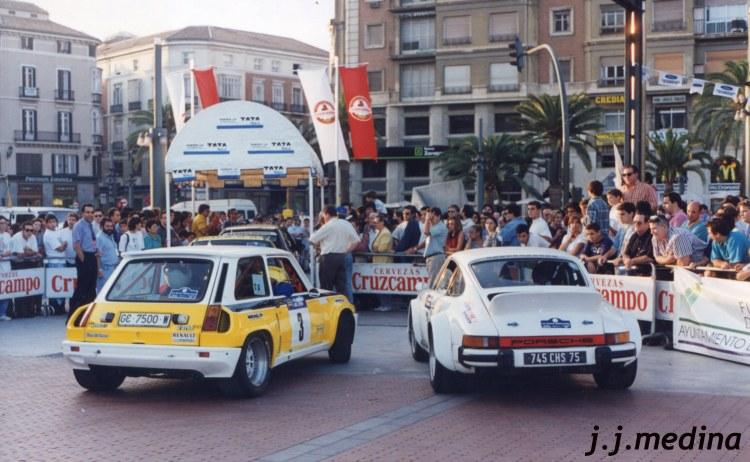 Renault 5 Turbo y Porsche 911 en el Parque Cerrado