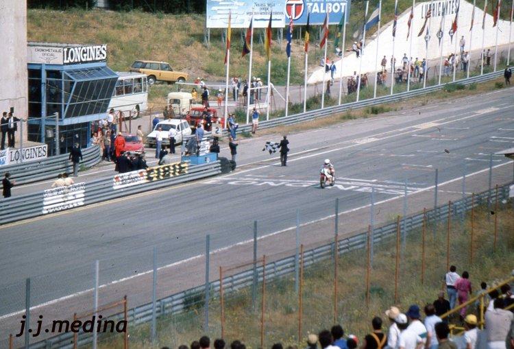 Entrada en meta de Carlos Lavado, vencedor 250