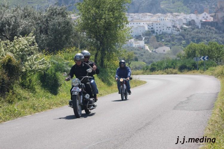 BMW bicilíndrica y Derbi 74 Gran Sport