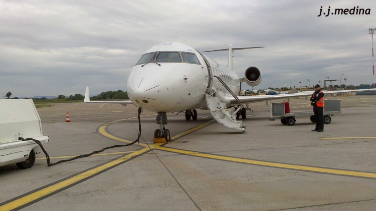 Avión CRJ 200