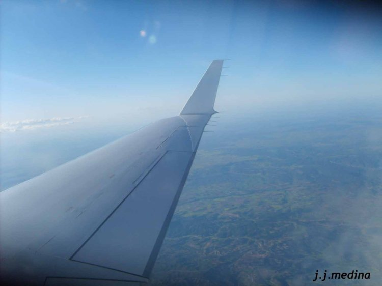 Avión CRJ 2000