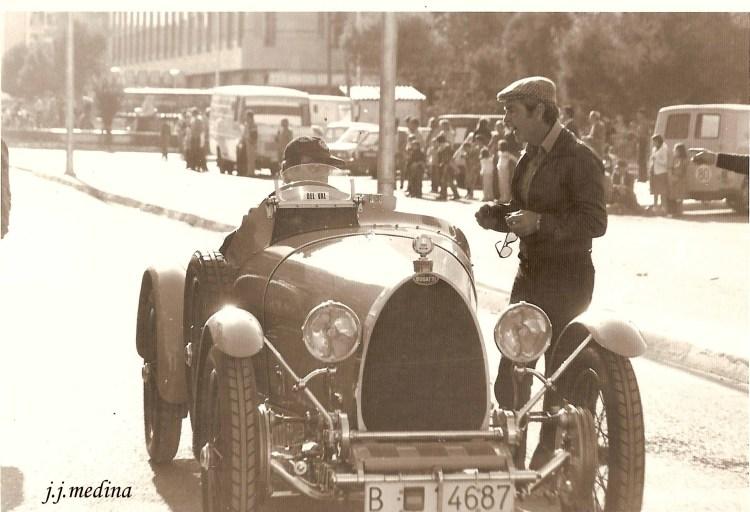 Carlos y Demterio del Val, con su Bugatti en Fuengirola