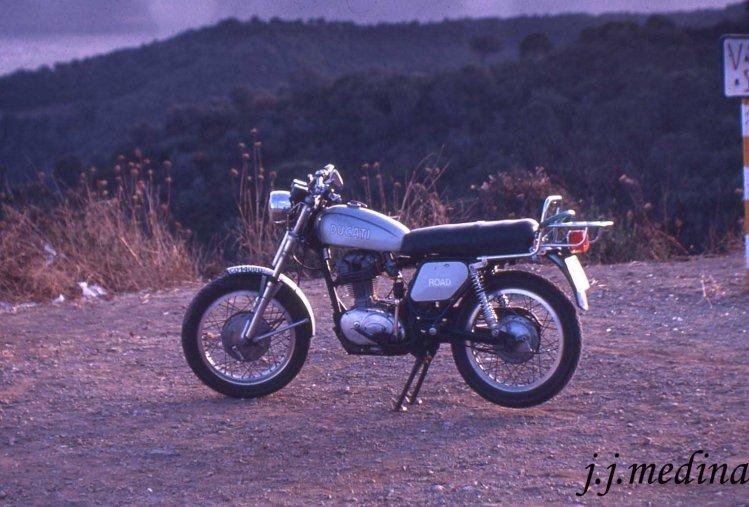 Ducati Road 350 pintada, años 80