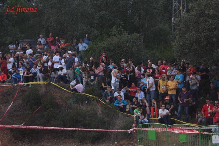 Público en el cruce de El Lagar