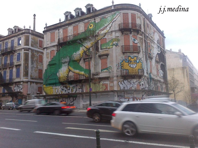 Edificio con graffitis
