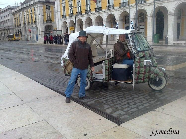 Tuk-tuk en Plaza del Comercio