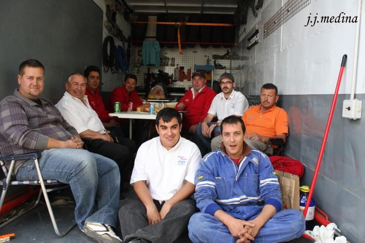 Comiendo en el camión de José Zaragoza, Raid del Califato 2012