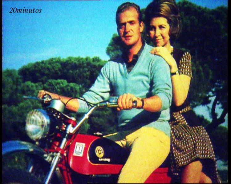 El rey Juan carlos I y la renia Sofía en una Bultaco Matador