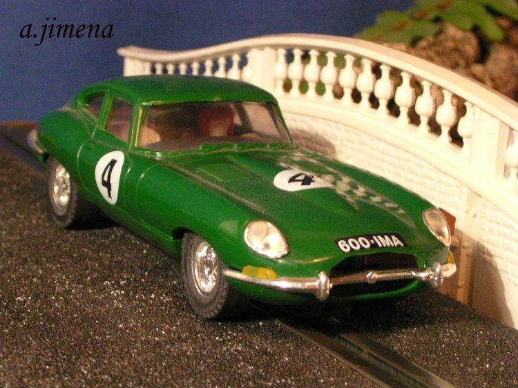 2-jaguar-e-type-vintage-scx