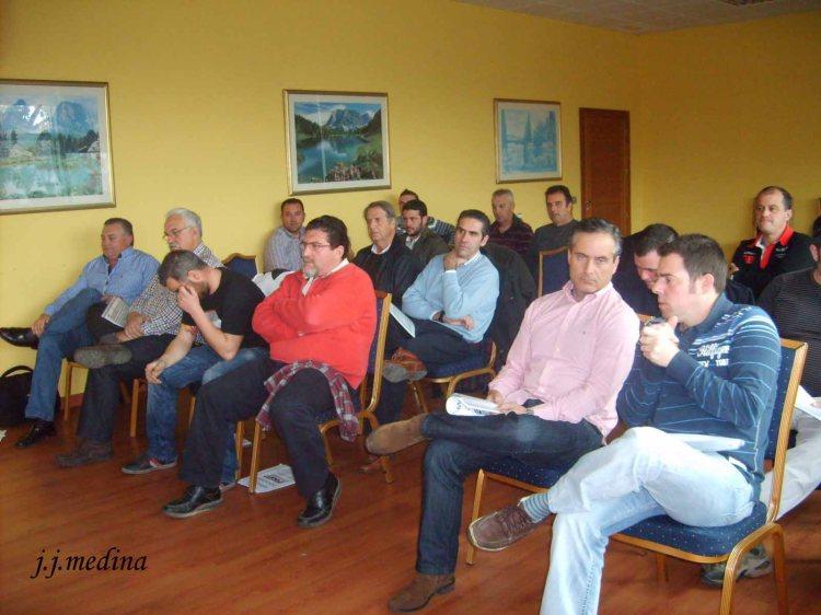 13 asistentes asamblea 2012 copia